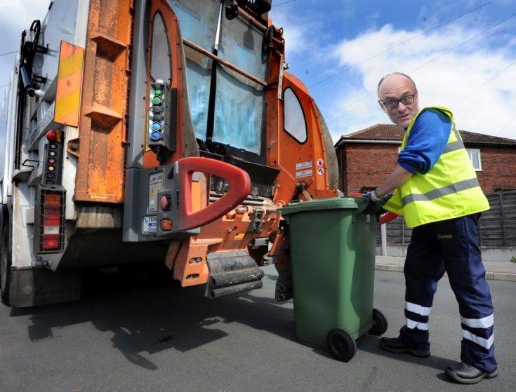 Dominic Cummings emptying the bins